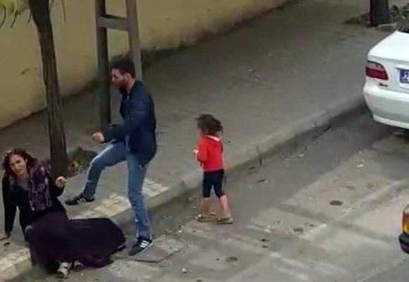 Sokak ortasında kadını darp etti
