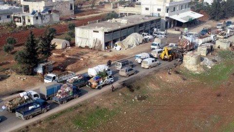 Türkiye sınırına 120 bin Suriyeli akın etti