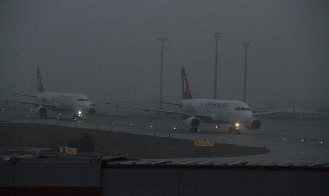 Yoğun Sisten Uçuşlar İptal Edildi