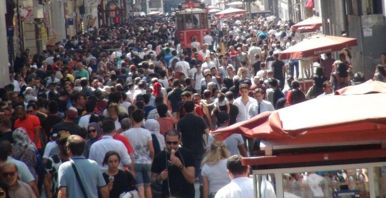 """TÜİK: Türkiye'nin """"mutlu"""" nüfusu 17 yılın en düşük seviyesinde"""