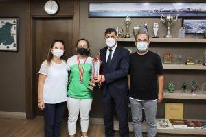 Fadıloğlu, makamında Türkiye satranç şampiyonunu ağırladı
