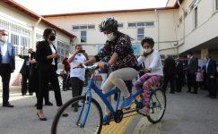 Görme engelli öğrencilerin bisiklet keyfi